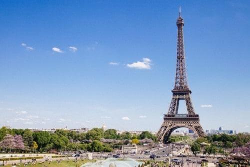 france-visa-traveler-visit-eiffel-tower